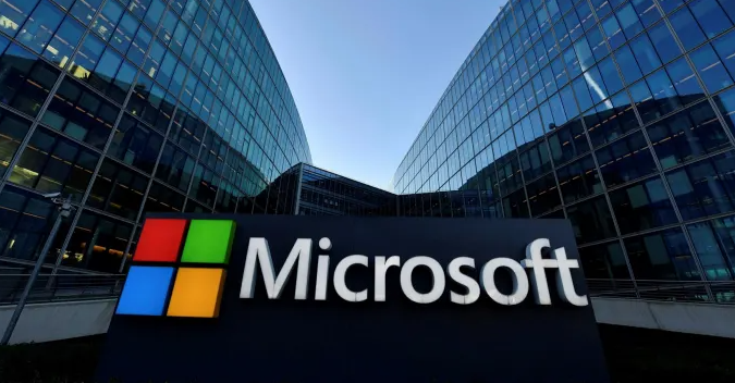 Microsoft otvara Windows, ali se vraća na staru konkurentnu stranu